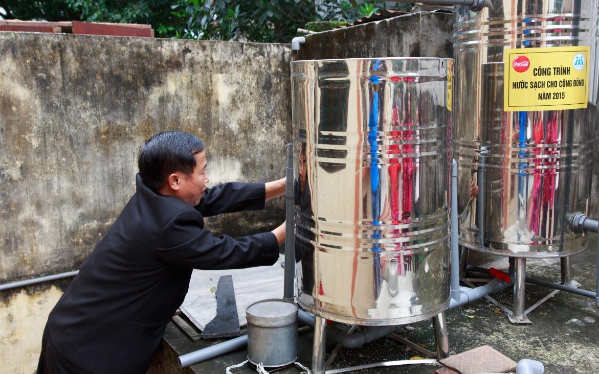 Những đường ống nước sạch được lắp đặt vào khu sinh hoạt đã góp phần nâng cao chất lượng cuộc sống của người dân.