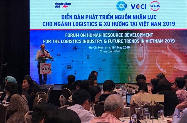 Ông Trần Thanh Hải – phó cục trưởng Cục Xuất nhập khẩu (Bộ Công thương) cho rằng, để đa dạng hóa việc đào tạo nhân lực ngành logistics, bên cạnh các chương trình học thông thường, nên bổ sung thêm nhiều khoá học trung, ngắn hạn và các chương trình đào tạo tại doanh nghiệp.